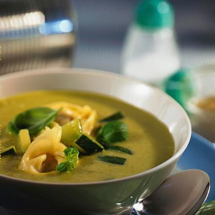 Gemüsesuppe mit Tortelloni Rezept