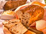 Gemütliches Frühstücksbuffet Mandel-Feigen-Brot Rezept