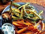 Gemüse-Sticks mit Sour Cream und Obazda-Dip Rezept