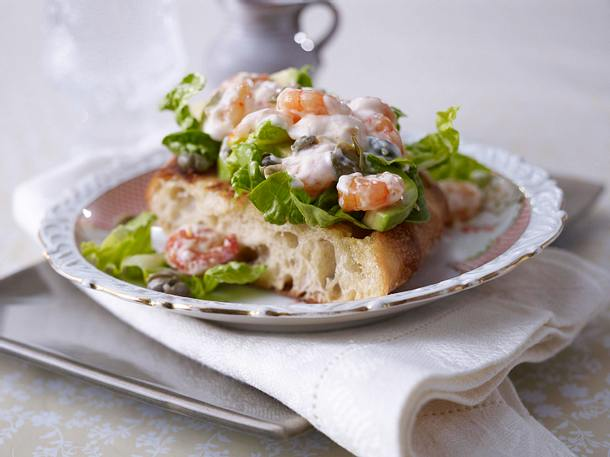 Geröstetes Ciabatta mit Shrimps-Salat und Zitronen-Kapern-Mayonnaise Rezept