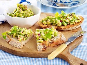 Geröstetes Nussbrot mit Avocado-Tatar Rezept