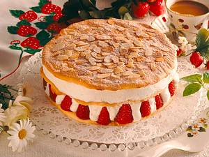 Geschichtete Erdbeer-Vanille-Sahne-Torte Rezept