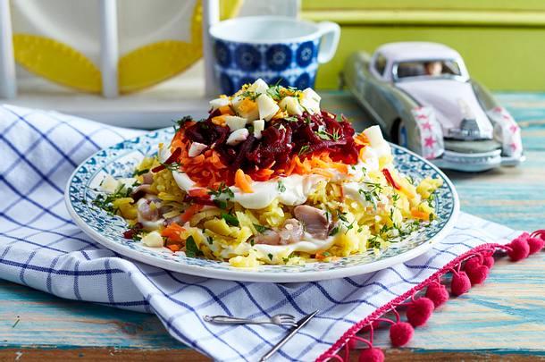 Geschichteter Hering-Gemüse-Salat Rezept