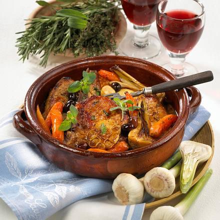 Geschmorte Koteletts mit jungem Knoblauch Rezept