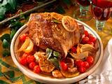 Geschmorte Lammkeule mit Knoblauch, Zwiebeln und Tomaten Rezept