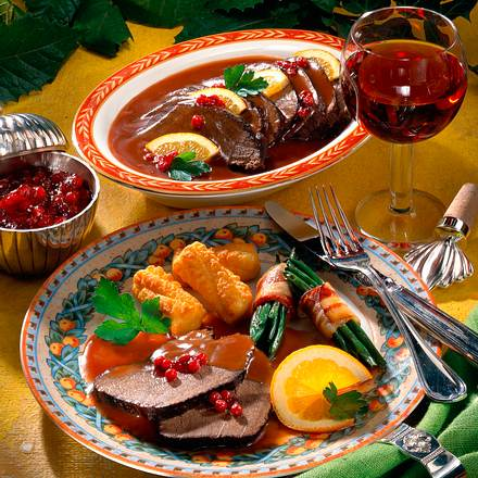 Geschmorter Hirschbraten mit Cassissoße und Kroket Rezept