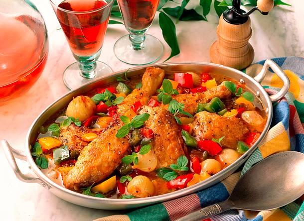 Geschmortes Hähnchen auf buntem Gemüse Rezept
