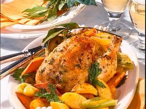 Geschmortes Paprika-Kräuter-Hähnchen mit Möhren, Porree und Kartoffeln Rezept