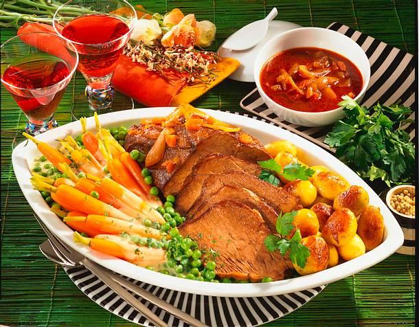 Geschmortes Tafelspitz mit Gemüse und Röstkartoffe Rezept