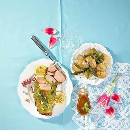 Gewickeltes Schweinefilet mit gebratenem Spargel und Kartoffeln Rezept