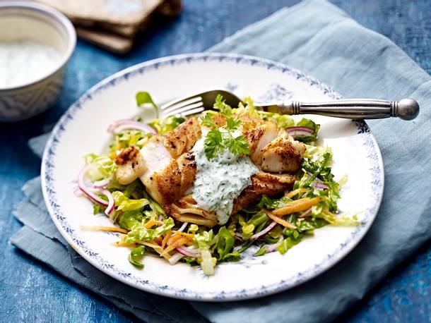 Gewürz-Kabeljaufilet auf Salat mit Kräutersoße Rezept
