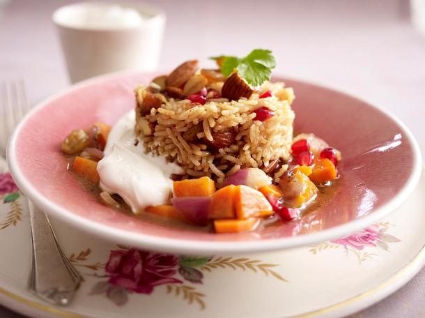 Gewürzreis auf Gemüse mit Joghurt-Dip Rezept