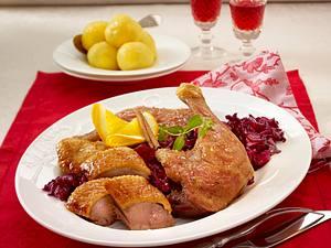 Glasierte Ente mit Orangen-Zimt-Honig zu Rotkohl und Klößen Rezept