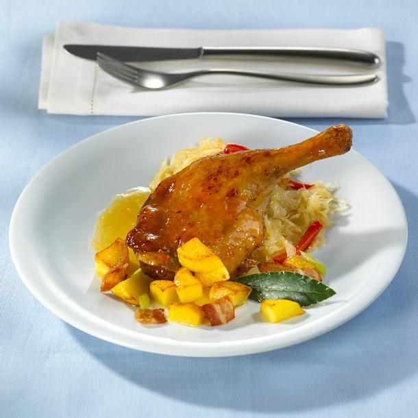 Glasierte Entenkeulen mit Paprikasauerkraut und Kartoffeln Rezept
