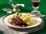 Glasierte Hirschrückensteaks mit Printen-Rotweinsoße Rezept