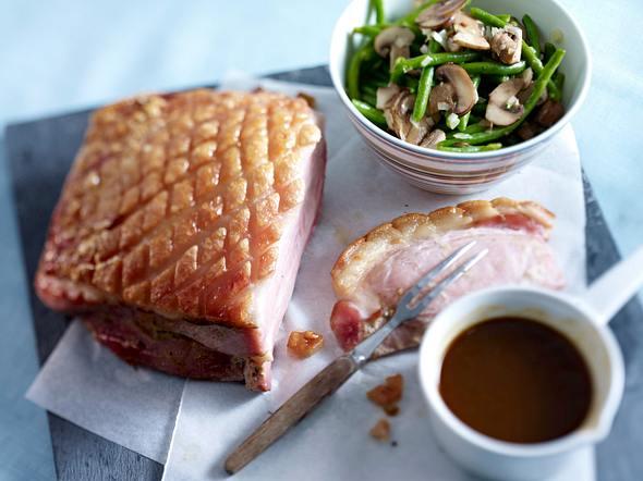 Glasierter Schinkenbraten mit Bohnen-Champignon-Salat Rezept