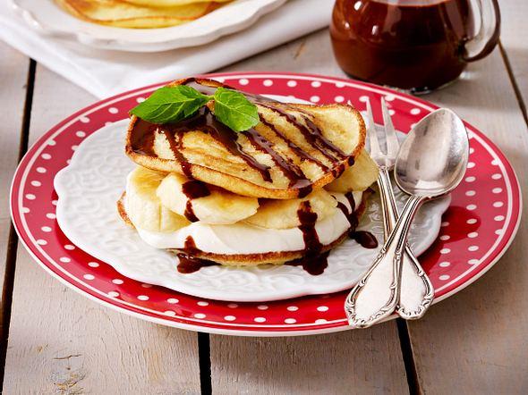 Glutenfreie Pfannkuchen mit Bananen, Quarkcreme und Schokoladensoße Rezept