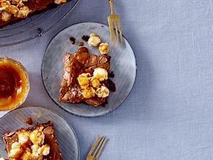 Glutenfreier Schokokuchen mit Karamellpopcorn Rezept