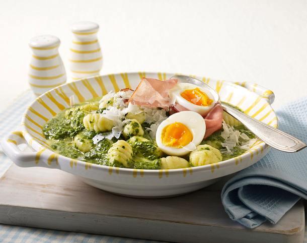Gnocchi in Rahmspinatsoße mit wachsweichem Ei Rezept