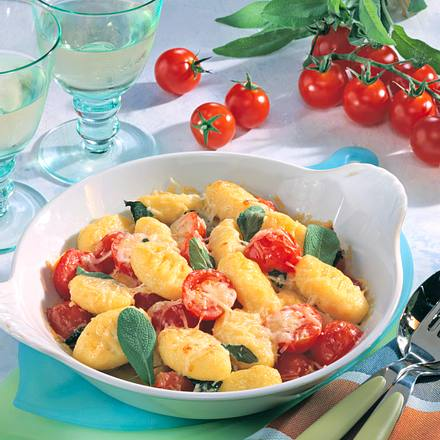gnocchi k se pfanne mit salbei und tomaten rezept chefkoch rezepte auf kochen. Black Bedroom Furniture Sets. Home Design Ideas