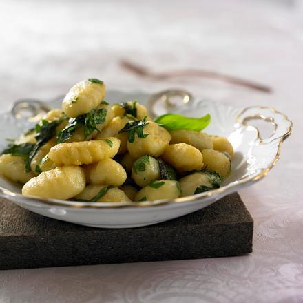 Gnocchi mit Basilikumbutter Rezept