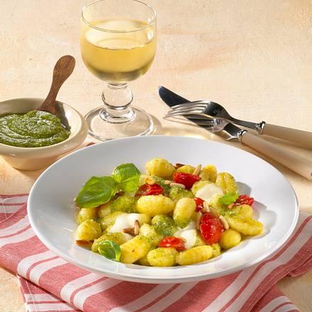 Gnocchi mit geschmolzenen Tomaten und Mozzarella Rezept