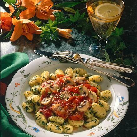 Gnocchi mit Tomaten-Champignon-Soße Rezept