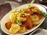 Gnocchi mit Tomaten–Orangen–Sahne und Walnüssen Rezept