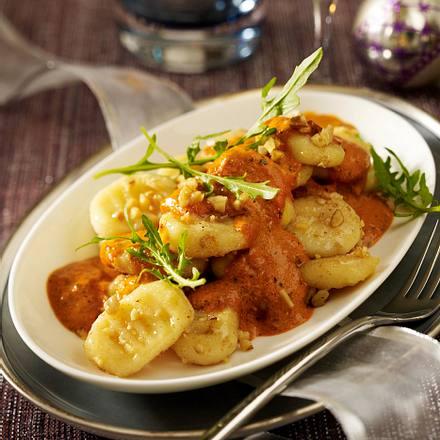 Gnocchi mit Tomaten-Orangen-Sahne und Walnüssen Rezept
