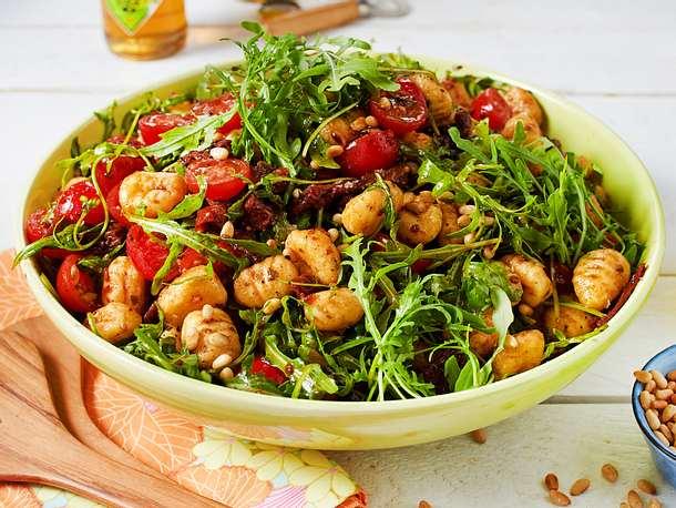 Gnocchi-Salat mit Rucola und getrockneten Tomaten Rezept