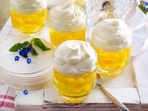 Götterspeise-Bierchen mit Vanille-Blume Rezept