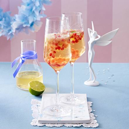 granatapfel prosecco cocktail mit holunderbl tensirup und limettensaft rezept. Black Bedroom Furniture Sets. Home Design Ideas
