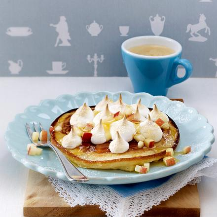 Gratinierte Apfel-Eierkuchen mit Baiser-Tupfen Rezept