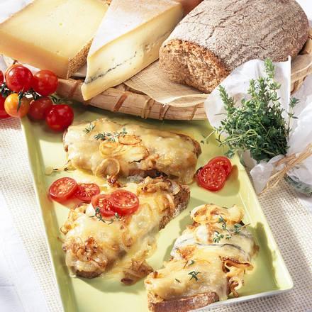Gratinierte Käse-Zwiebel-Schnitte Rezept