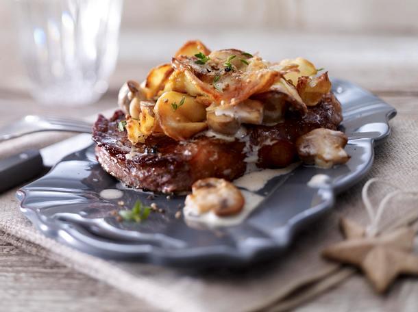 Gratinierte Rumpsteaks mit Kartoffel-Pilz-Kruste Rezept