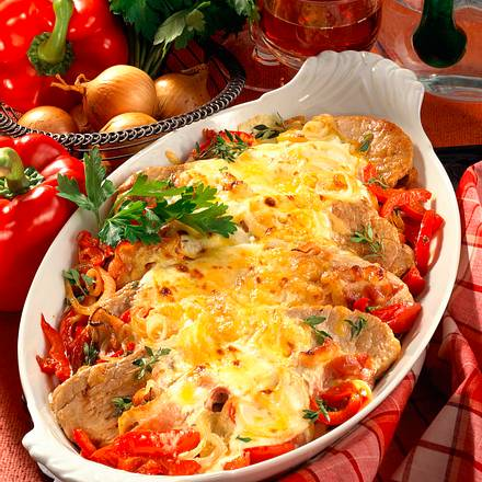 Gratinierte Schnitzel auf Paprikagemüse Rezept