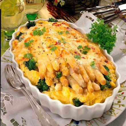 Gratinierter Spargel im Broccoli-Püreerand Rezept