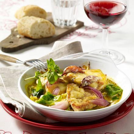 Gratiniertes Schweineschnitzel auf Spitzkohl mit Currysoße Rezept