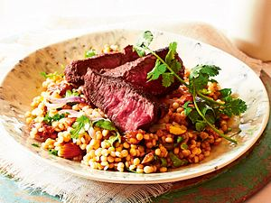 Graupenpilaw mit Steakstreifen Rezept