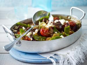 Griechischer Bohnenauflauf aus Schneidebohnen, Lammgulasch, Tomaten, Gemüsezwiebel und Schafskäse Rezept