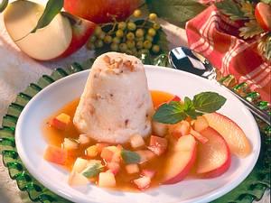 Grieß-Flammeri auf Apfelsoße Rezept