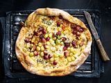 Grillpizza mit gekapertem Käse Rezept