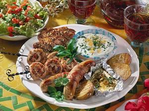 Grillplatte mit Puten-Mett-Röllchen, Nackensteaks Rezept
