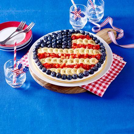 Große Fruchtpizza als amerikanische Flagge Rezept