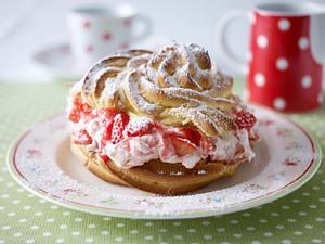 Große Windbeutel mit Erdbeer-Sahne Rezept