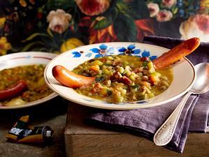 Grüne-Erbsen-Suppe mit Wiener Würstchen Rezept