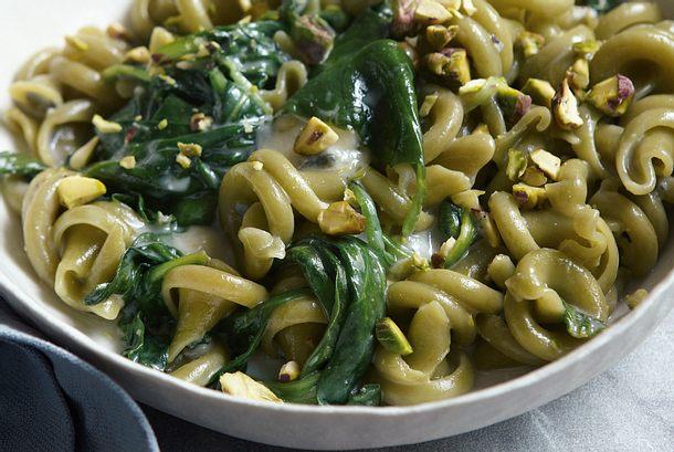 Grüne Pasta mit Blauschimmelkäse Rezept