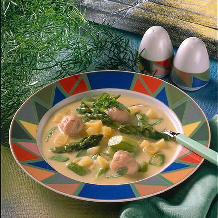 Grüne Spargelsuppe mit Kartoffeln und Kalbsbrätklößchen Rezept