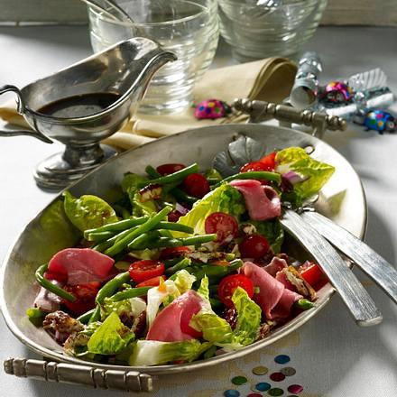Grüner Bohnensalat mit Roastbeef, Kirschtomaten und karamellisierten Pecannüssen mit Soja-Dressing Rezept