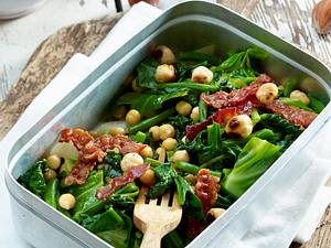 Grüner Frühlingssalat mit Kichererbsen und grünen Bohnen Rezept